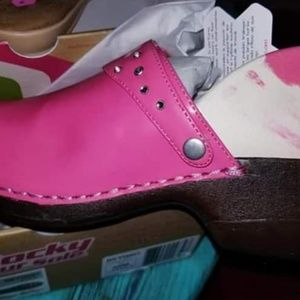 Brand New In Box Breat Cancer Shoe Size 5-5.5